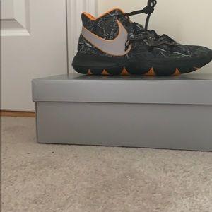 Nike Kyrie's taco PE